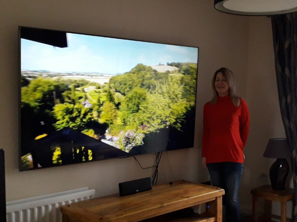 Winner Tracy Jennings of a Samsung 75 Inch Smart 4K UHD HDR LED TV - 22 Feb
