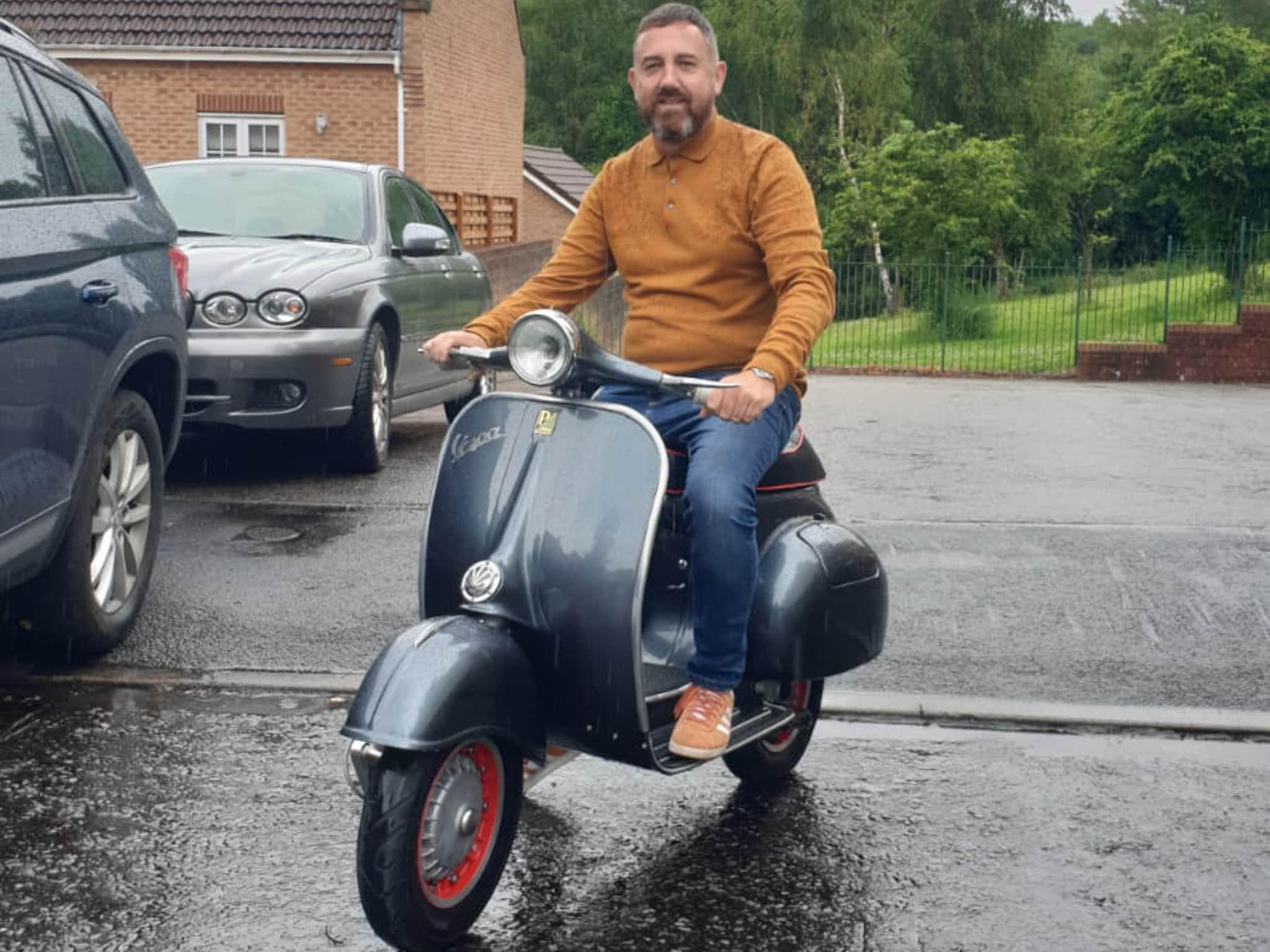 Winner Simon Larkin of a 1964 Vespa 150 - 5th July