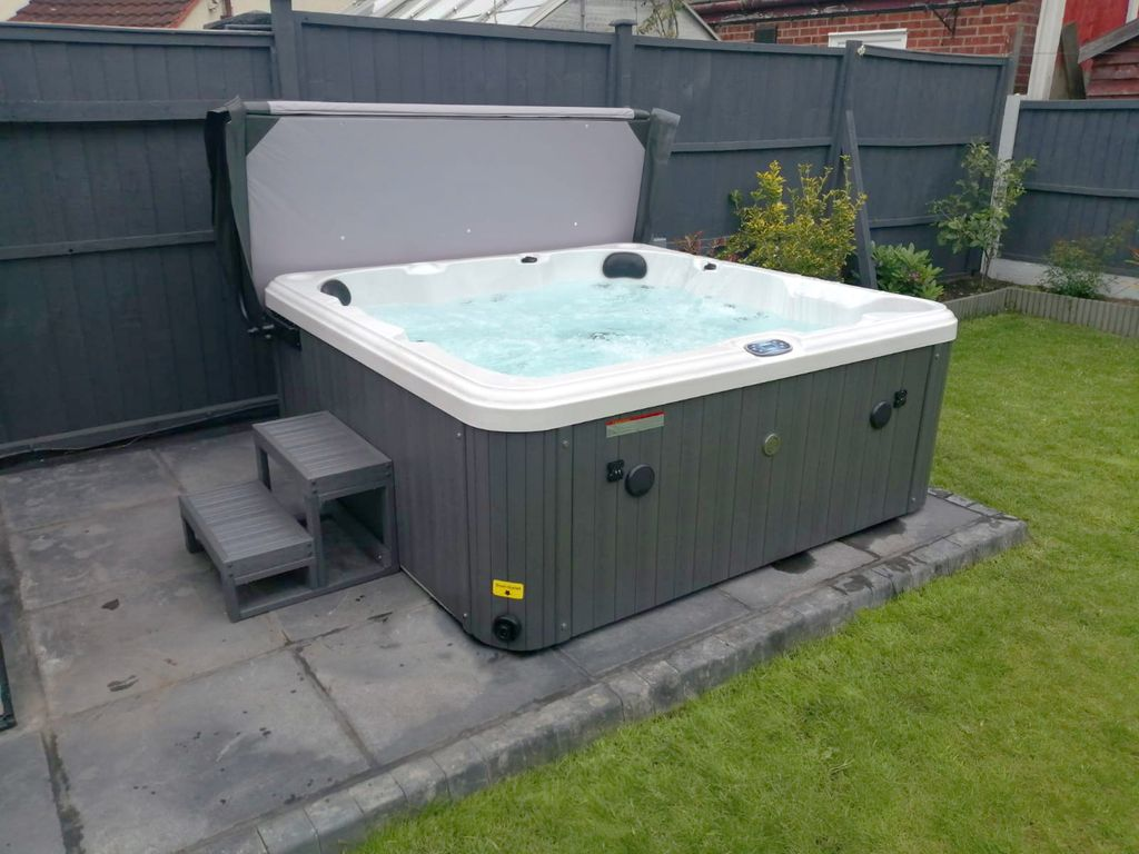 Hatton Bay 6 Seater hot Tub - 19th April