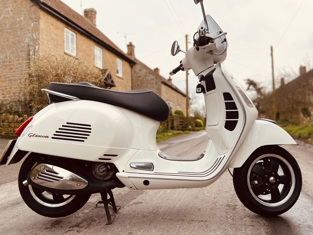 2010 Vespa GTS300 Super - 1st March